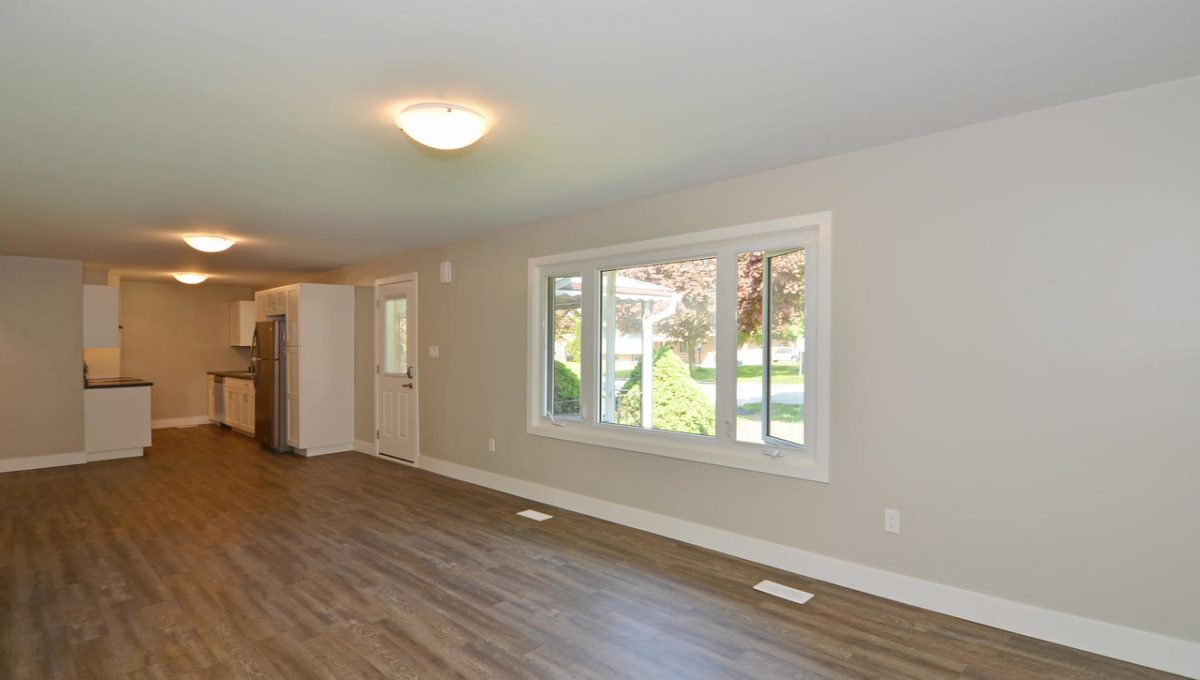 17 Goldwick Crescent London ON-large-008-10-Living Room view to Kitchen-1500x994-72dpi-X2