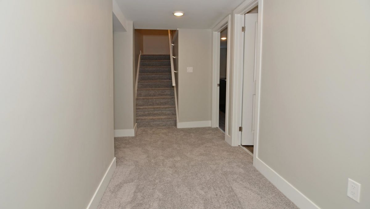 17 Goldwick Crescent London ON-large-019-22-Lower Hallway-1500x994-72dpi-X2