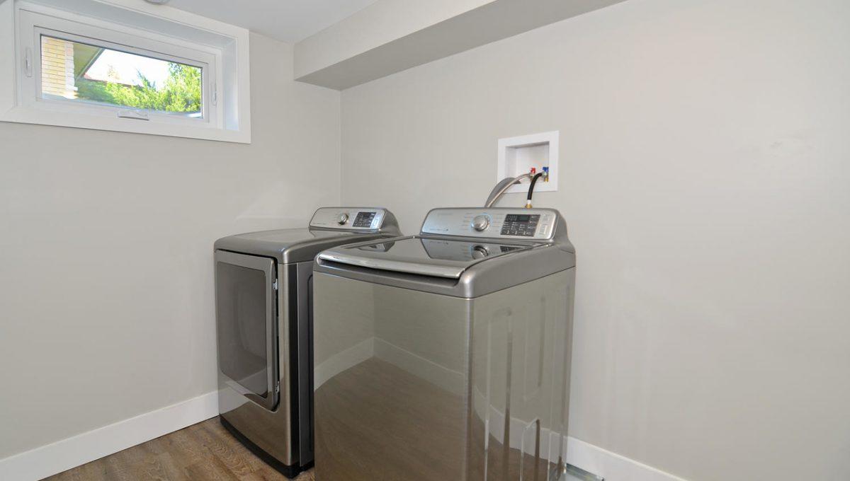 17 Goldwick Crescent London ON-large-021-9-Laundry-1500x994-72dpi-X2