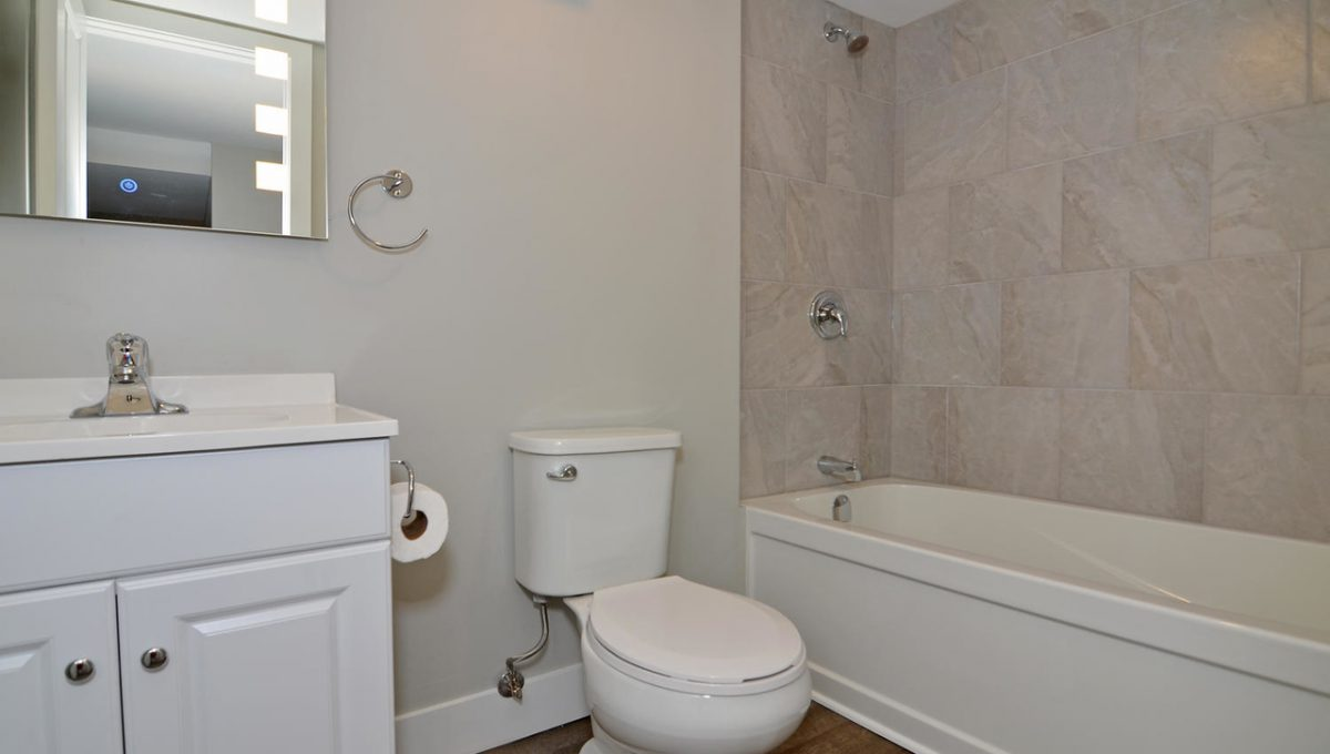 17 Goldwick Crescent London ON-large-023-15-Lower Level Bathroom-1500x994-72dpi-X2