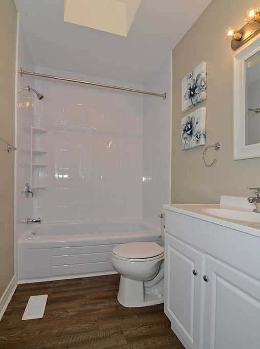 Model HomeDuplex-large-013-2-Main Bathroom-663x1000-72dpi-XL