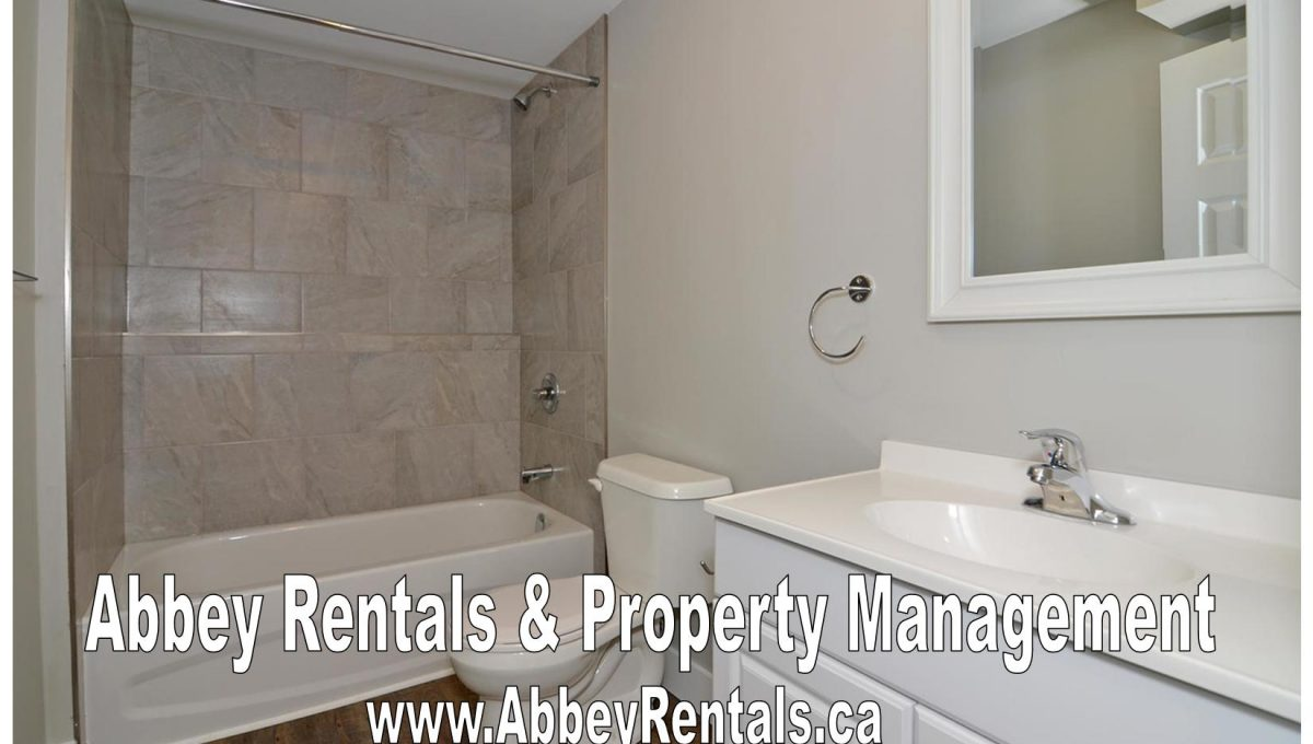 261 Cairn St Unit A London ON-large-017-25-Lower Level Bathroom-1500x994-72dpi-X2