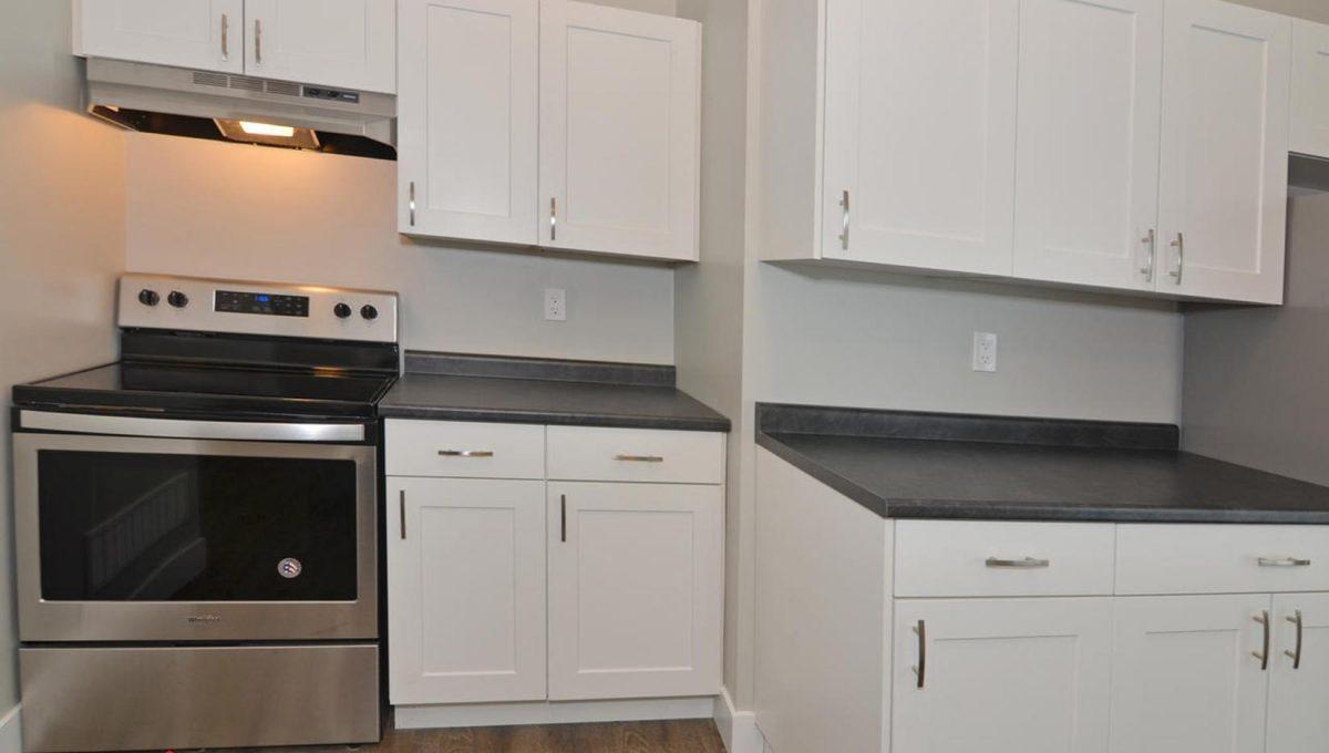 371 Vesta Pl Unit B London ON-large-012-20-Kitchen CountersStove-1500x994-72dpi