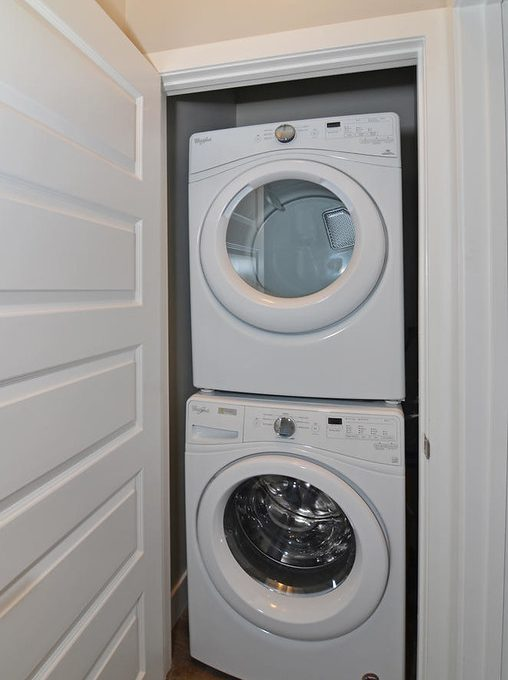 261 Cairn St Unit B London ON-large-011-17-Laundry Room-663x1000-72dpi-XL