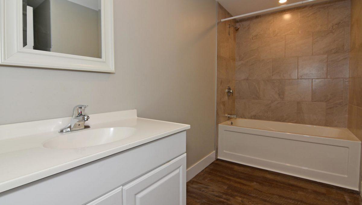 1 Southwood Crescent London ON-large-012-010-Main Bathroom-1500x1000-72dpi-X2
