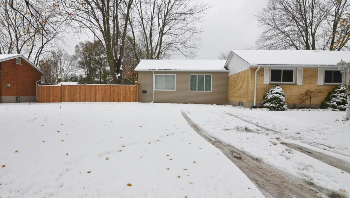 371 Vesta Pl Unit B London ON-large-003-9-Exterior SideDriveway-1500x994-72dpi