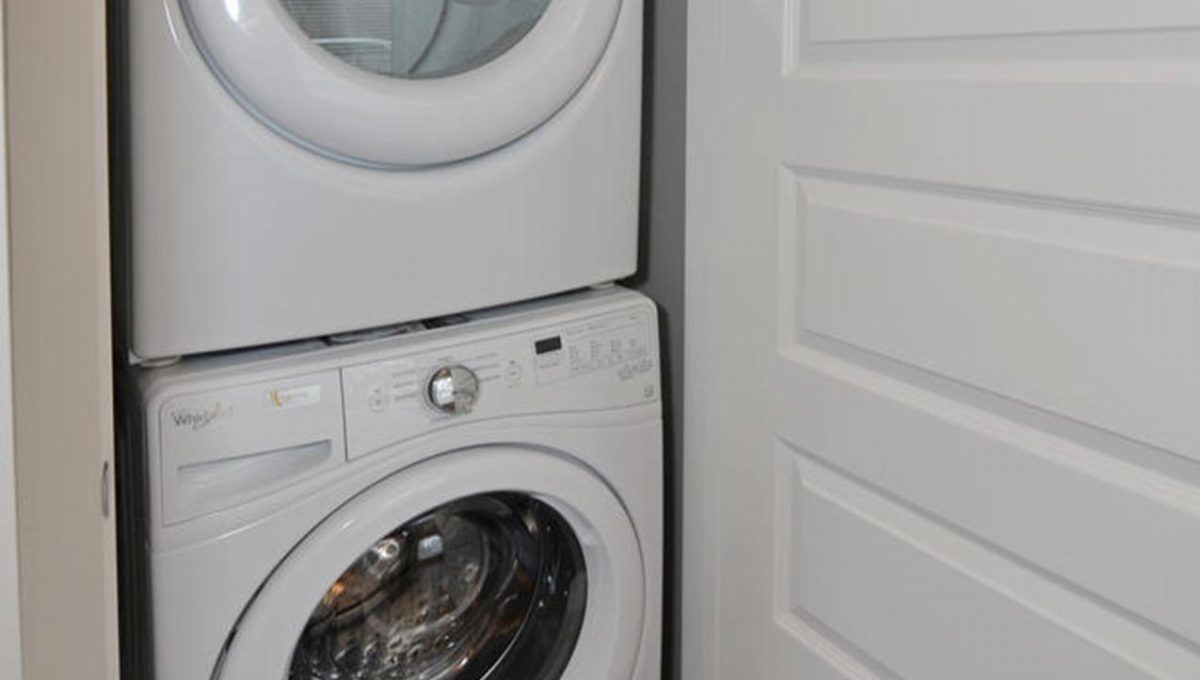 371 Vesta Pl Unit B London ON-large-014-4-Laundry Room-663x1000-72dpi