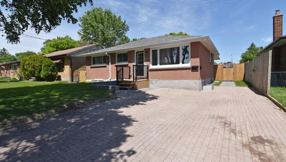 179 Fairhaven Crescent London-large-002-004-Side ExteriorOversized-1500x1000-72dpi-X2