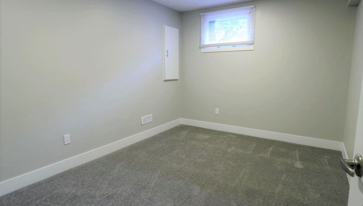 253 Cambridge St London ON N6H-large-027-008-basement bedroom 3-1500x1000-72dpi