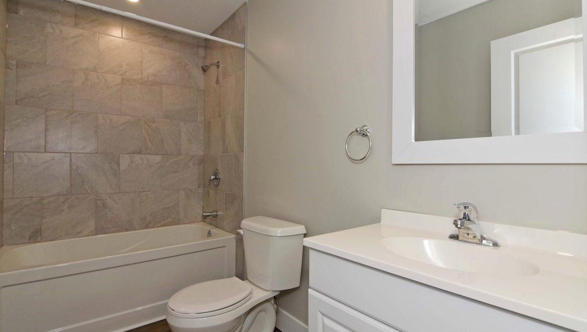 641 St James St Unit A and-large-016-010-Unit A Main Bathroom-1500x1000-72dpi