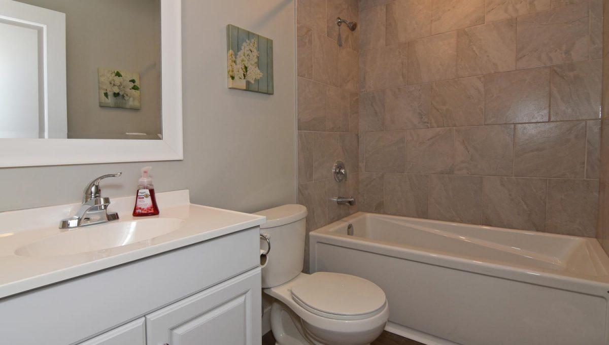 21 Arcadia Crescent Units A-large-041-073-Main BathroomUnit B-1500x1000-72dpi
