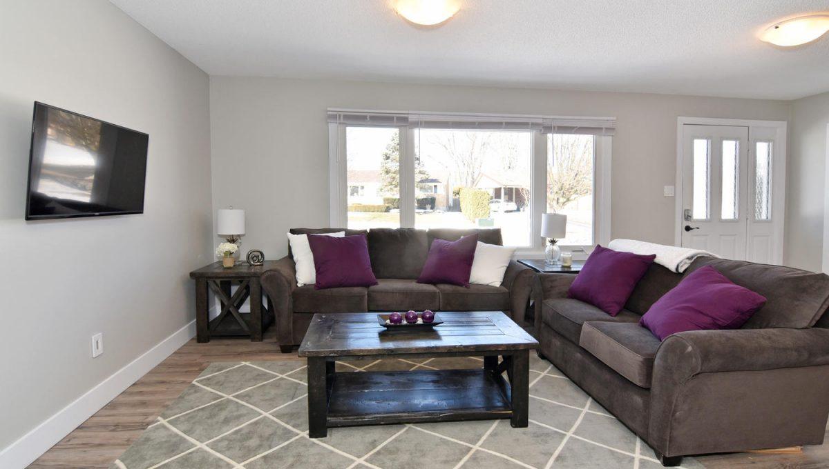 21 Arcadia Crescent Units A-large-006-062-Living RoomMain Unit-1500x1000-72dpi